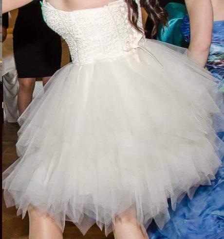 Nádherné šaty, zdobené perličkami, veľkosť , 38