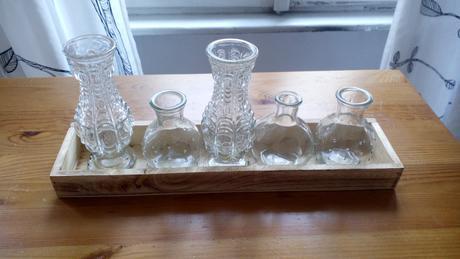 male vazy na podnose,