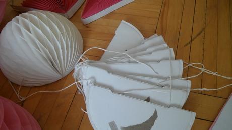 Papírové ozdoby - různé (24 ks),