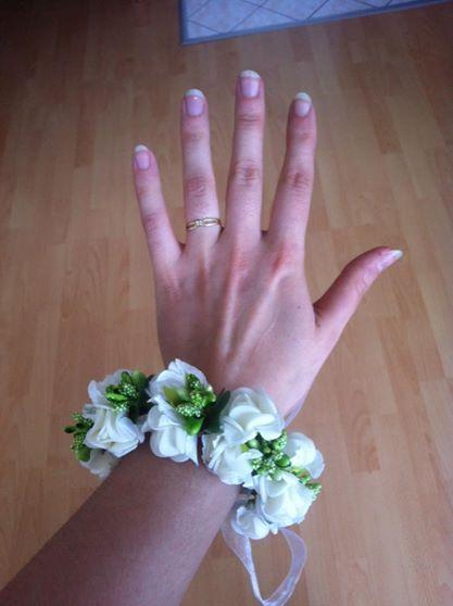 Květinový věneček a náramek,