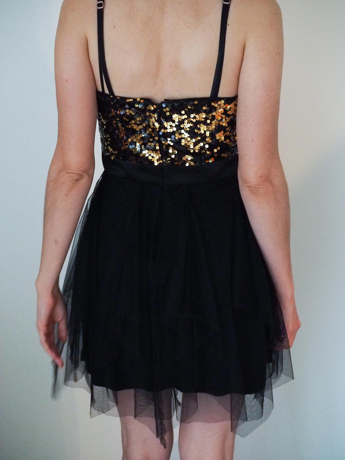 Čierno zlaté krátke šaty  e2705c11a7