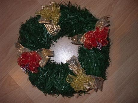 Dekorativny vianocny veniec,