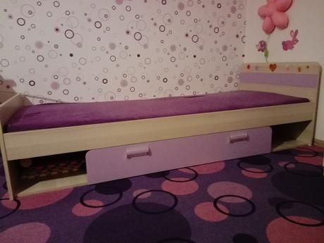 Dievcenska postel s matracom, ul.priestorom+stolik,