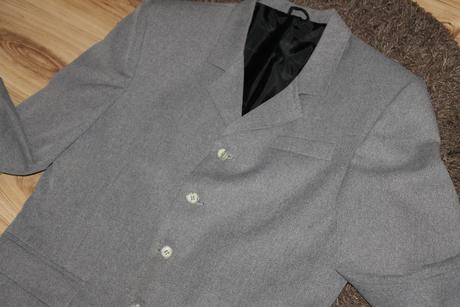 Elegantný svetlý oblek, 48