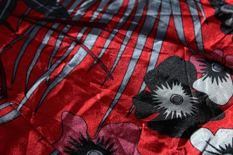 Romantické saténové šaty, S