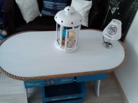 biely stolík ,