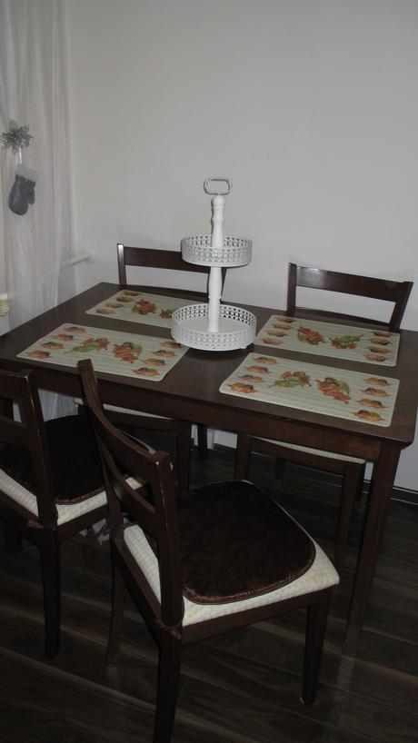 jedálenský stol aj stoličky v ponuke,