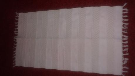 koberček biely tkaný kvalitný,