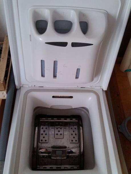 práčka whirpool len 4 ročná ,