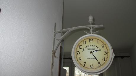 retro staničné hodiny čierne,