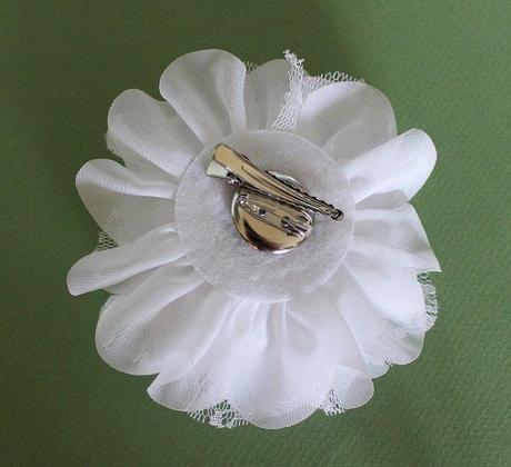 Kvetina do vlasu nebo jako broz,