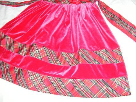 červené zamatové šaty, 128