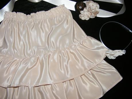 krémovy opasok k detskej sukni,
