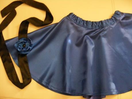 modrá saténová sukňa s opaskom, S