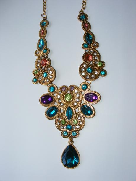 nenosený náhrdelník,