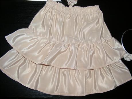 sukňa krémovej farby, doplnky, 134