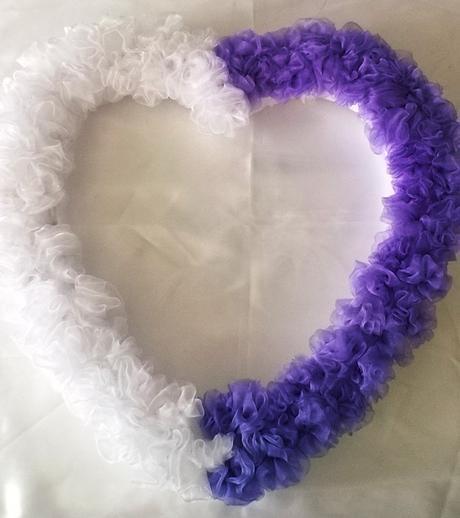 Dekorace  srdce na auto nevěsty,