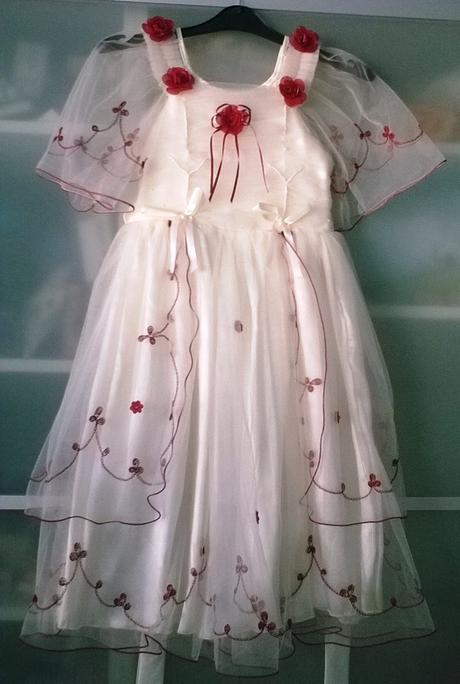 Dívčí šatičky s bordó výšivkou, 134