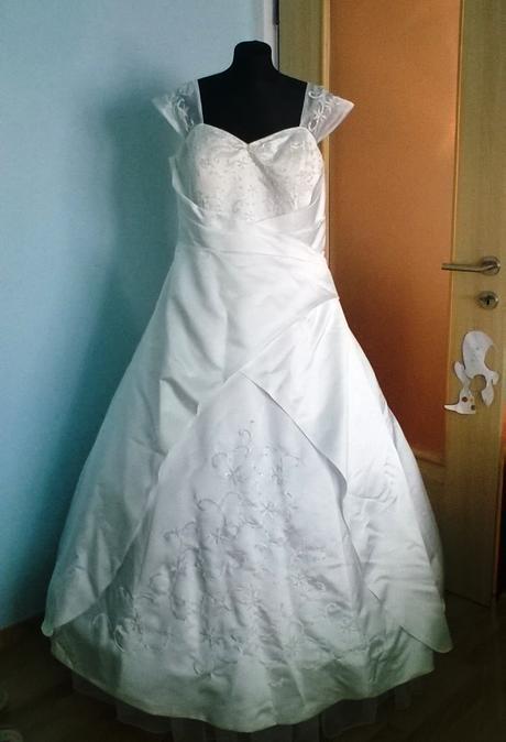 Svatební šaty pro boubelku, 56