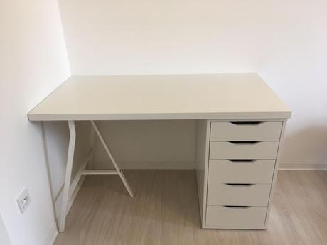 Bílý pracovní stůl Ikea,