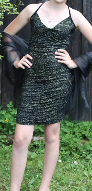 černozlaté šaty, 36