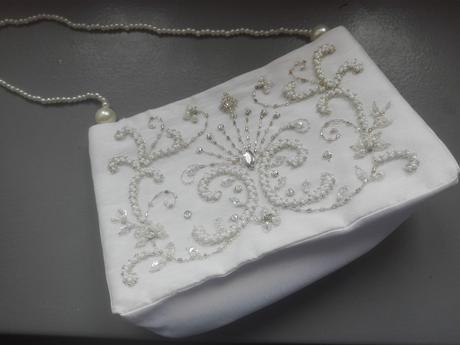 kabelka s ručně vyšívanými korálky,