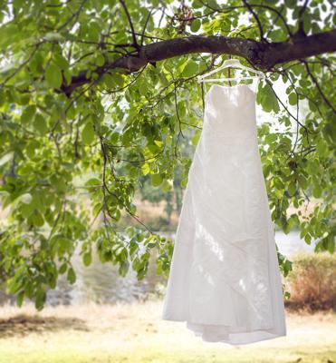 Sněhově bílé šaty, 36