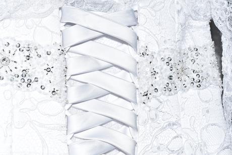 Krajkové svatební šaty s bolerkem, 34
