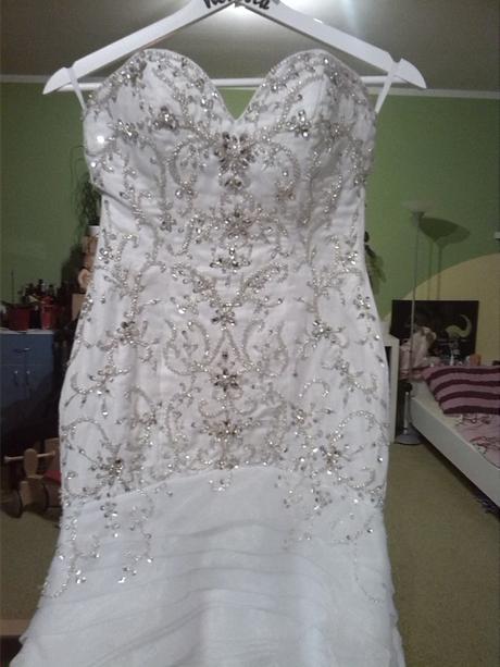 zdobené svatební šaty , 32