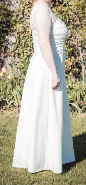 Hladké svatební šaty, 44