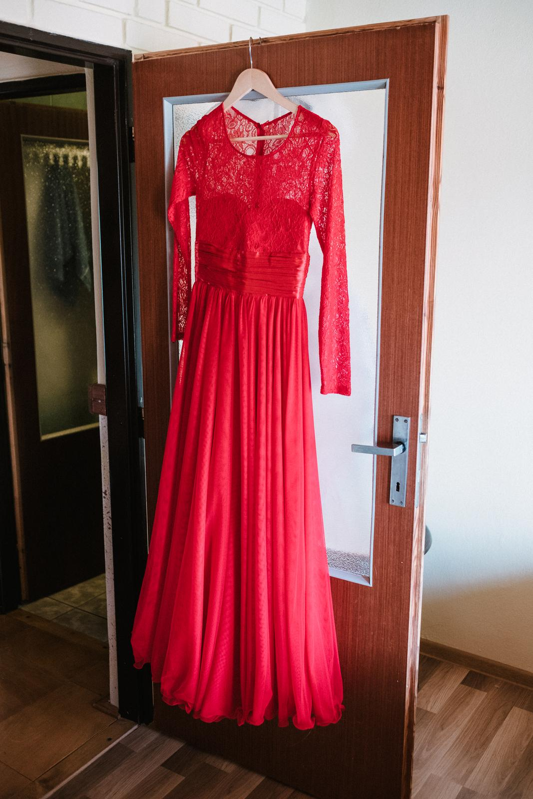 e6bdf461f975 Červené dlhé šaty s rukávmi s