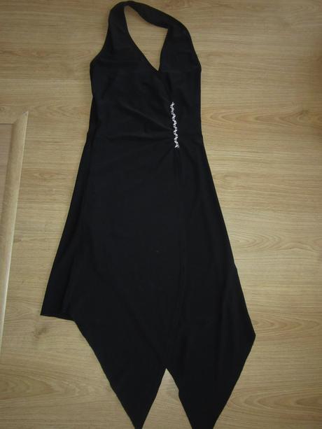 Elegantné čierne šaty, 39