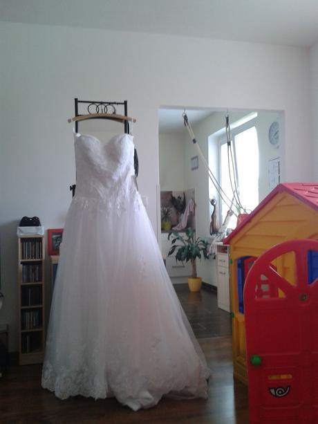 Svatební šaty  + bolérko  s krajkou + spodnička, 42