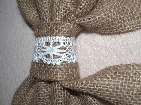Vintage mašle z jutoviny s bielou krajkou,