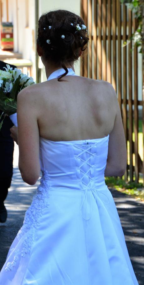 Svatební šaty za krk, 38