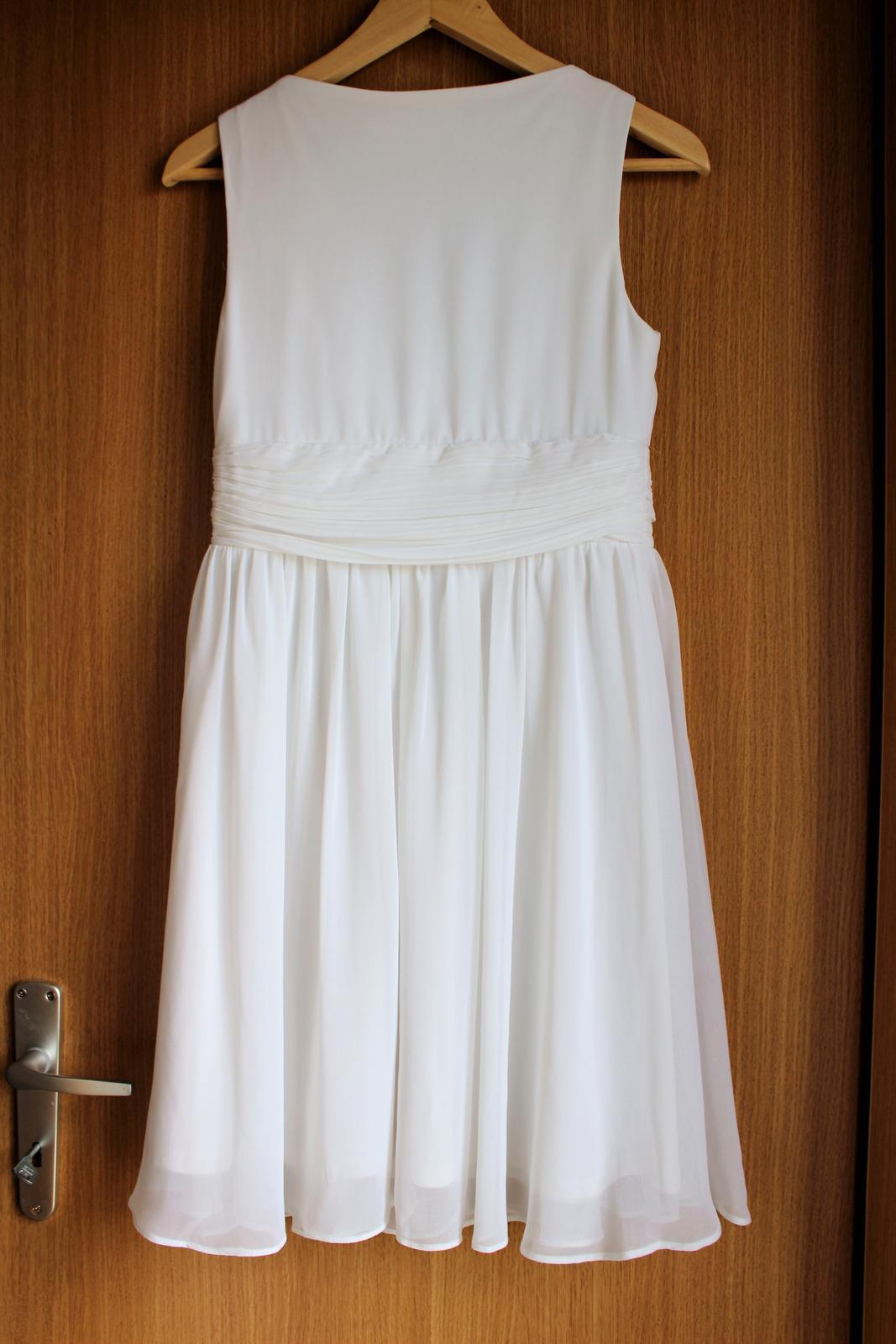 Bílé krátké svatební šaty d8ea2fd3014
