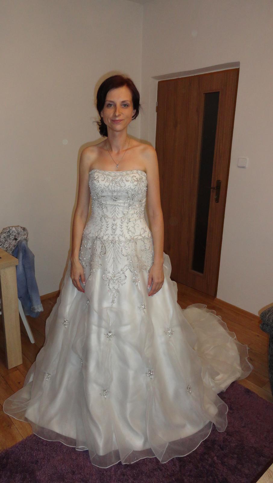 d3cc3a5a691 Svatební šaty