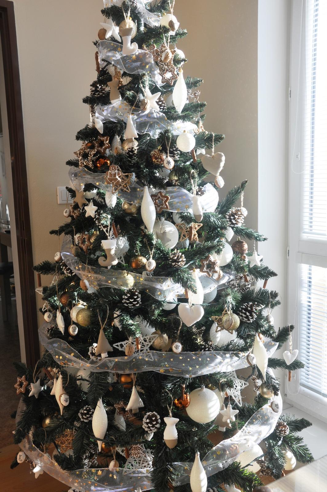 Umelý vianočný stromček 220 cm bc291c57613