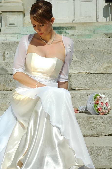 Svadobné šaty jednoduchej elegancie, 40