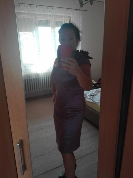 Fialové puzdrové šaty, 42