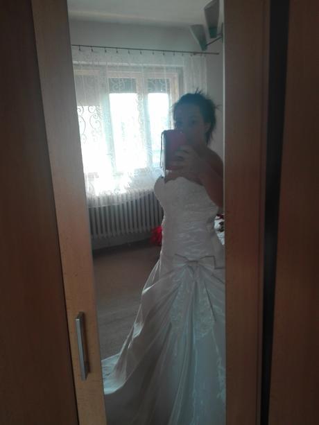 Svadobné šaty+závoj+dáždnik+pompadúrka, 40