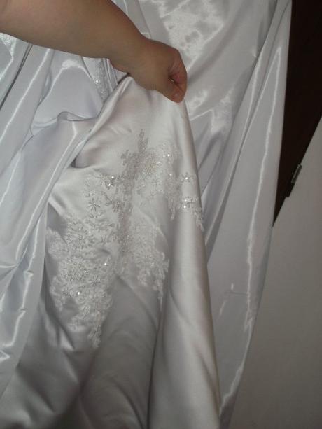 Svadobné šaty+závoj+dáždnik+pompadúrka, 42