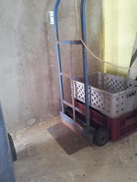 kovový vozík,