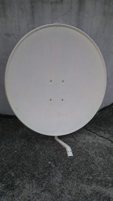 satelitný tanier,
