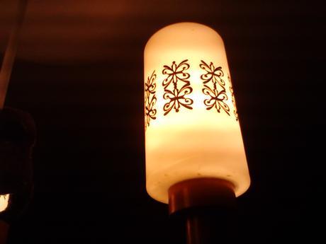 lampa s troma svietidlami,