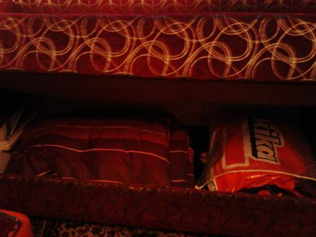 postel s uloznym priestorom robeny na mieru,