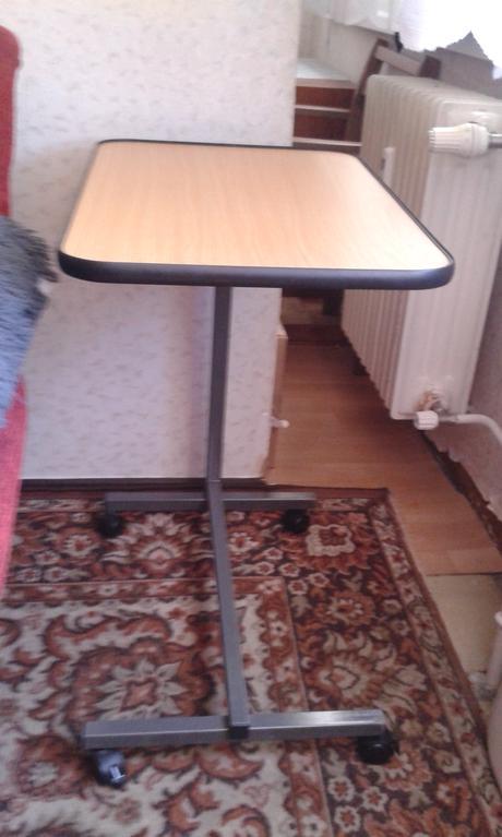 stol k posteli pre  imobilneho pacienta,