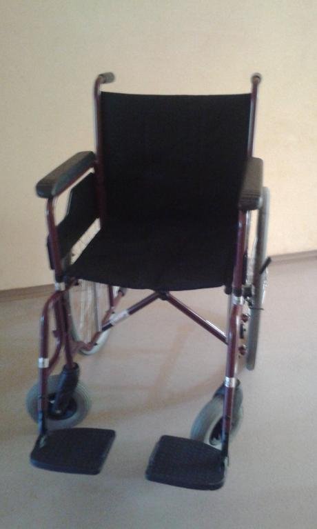 stolicka -vozik invalidny,
