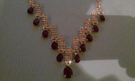 štrasový náhrdelník s náušnicami,