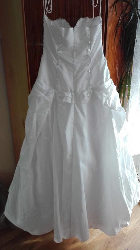 svadobné šaty s doplnkami, 40
